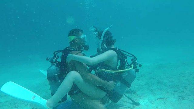 AV業界ついに海中進出!「変態マリンスポーツ ネイキッドスキューバー 水野朝陽」のサムネ