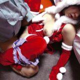 サンタコスした巨乳女子大生に薬を盛って昏睡レイプ。睡姦でJDオマンコホールを使い捨て!のサムネ