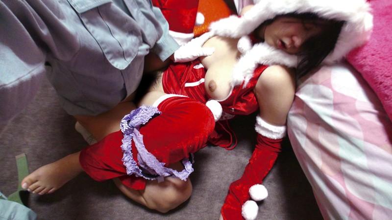 サンタコスした巨乳女子大生に薬を盛って昏睡レイプ。睡姦でJDオマンコホールを使い捨て!