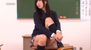 教室で勉強している僕をパンチラで誘惑してくる制服姿の美女JKの股の間が気になって集中できないよぉぉ!のサムネ