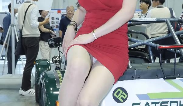ムチムチ美女のセクシーパンチラ。デルタゾーンはやっぱり最強!のサムネ
