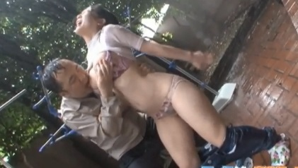 雨嫌い必見!豪雨に降られて痴漢にあう、びしょ濡れ巨乳美女が乳首が弄られS字アクメ。のサムネ