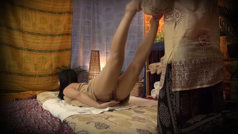 タイ式マッサージ盗撮 素人巨乳人妻しおりの画像3