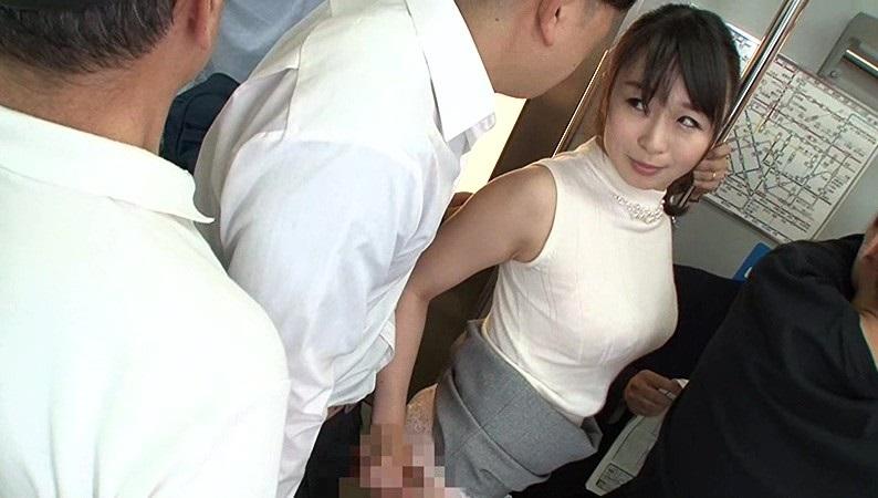 痴漢を受け入れる人妻!? 勇気を出してお尻を触ったら和姦濃厚セックスできた件のサムネ