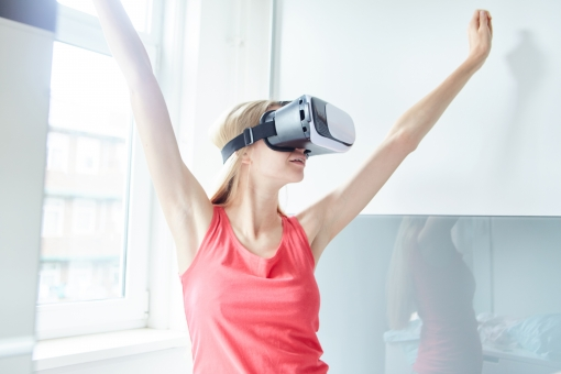 VRのエロ動画(AV)を体験!無料で視聴する方法やおすすめのゴーグルを解説